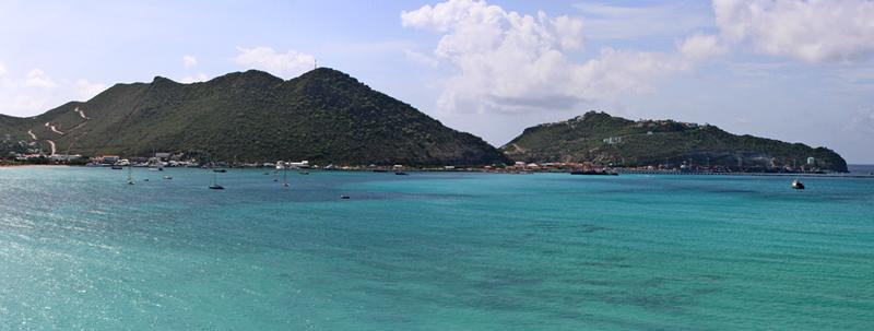 mare azzurro e natura ricogliosa ti affascineranno nel viaggio a Saint Martin